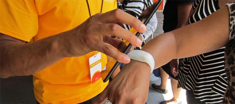 scannerizzazione-braccialetto-rfid-monetica